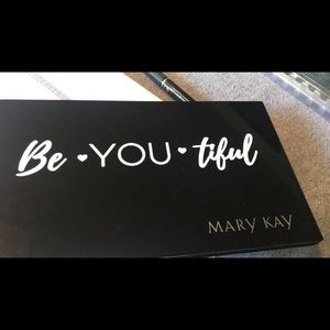Mary Kay Pro XL Palette - Refillable + FREE GIFT
